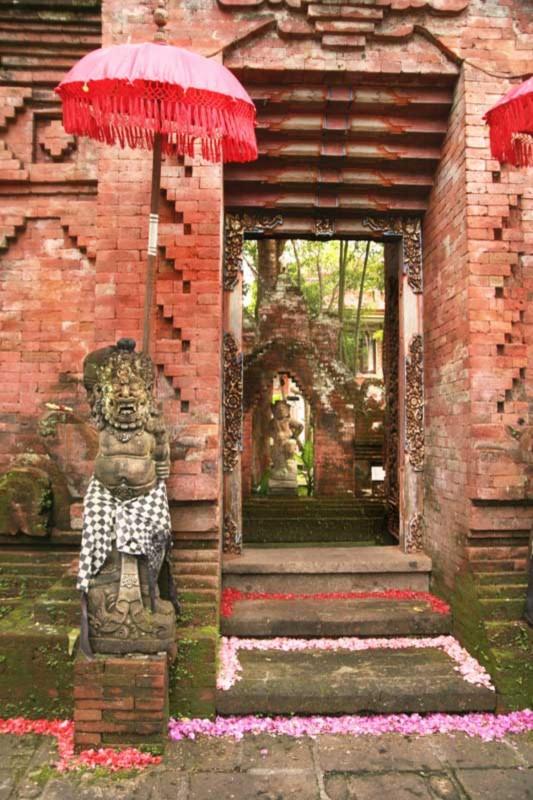 Angkul Angkul Batu Bata Bali