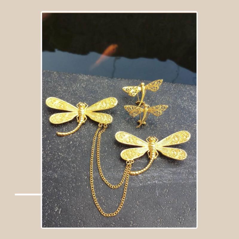 Bros kebaya warna emas  motif capung