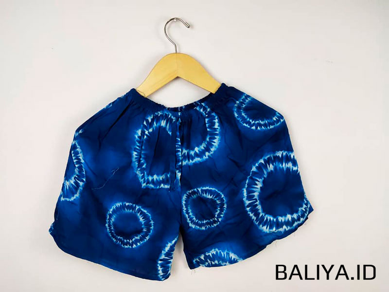 Celana Pendek Selutut Untuk Wanita Motif Loreng
