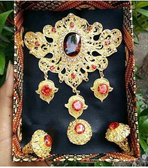Set Perhiasan Bros 3 Juntai Warna Jingga