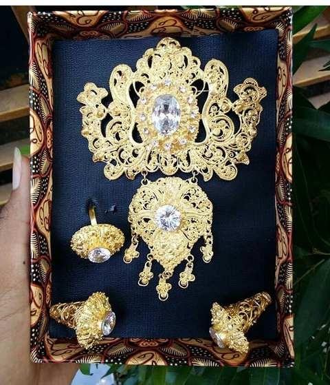 Set Perhiasan Bros Anggrek Kantung Warna Putih