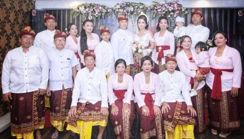 Seragam Adat Bali Keluarga