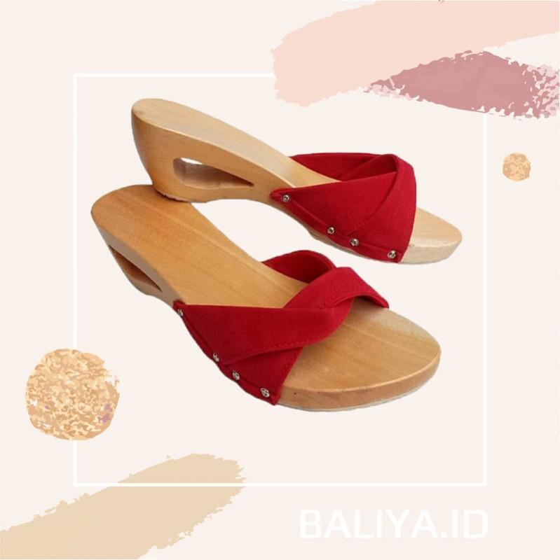 Kelom Geulis Dengan Upper Warna Merah