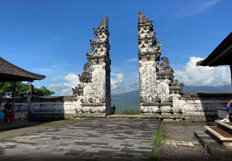 Take an Amazing Picture in Gate to Heaven Bali