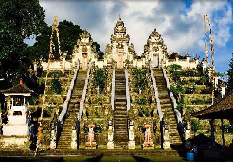 4 Balinese Pavilions in Lempuyang Temple Bali