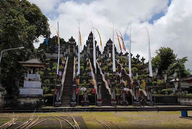 The Uniqueness of Lempuyang Luhur Temple in Bali