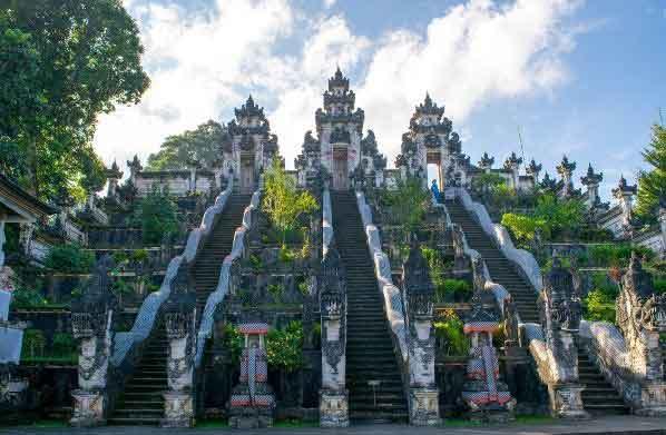 Holy Buildings in Lempuyang Madya Temple