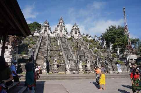 Water Reflection Photo Trick at Lempuyang Temple (Bali)