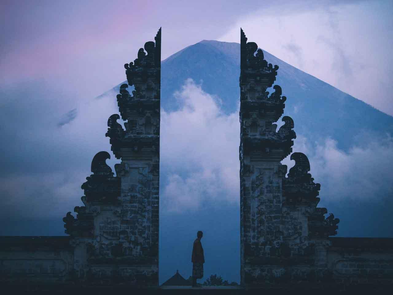 Capture Sunrise and Sunset Lempuyang Temple