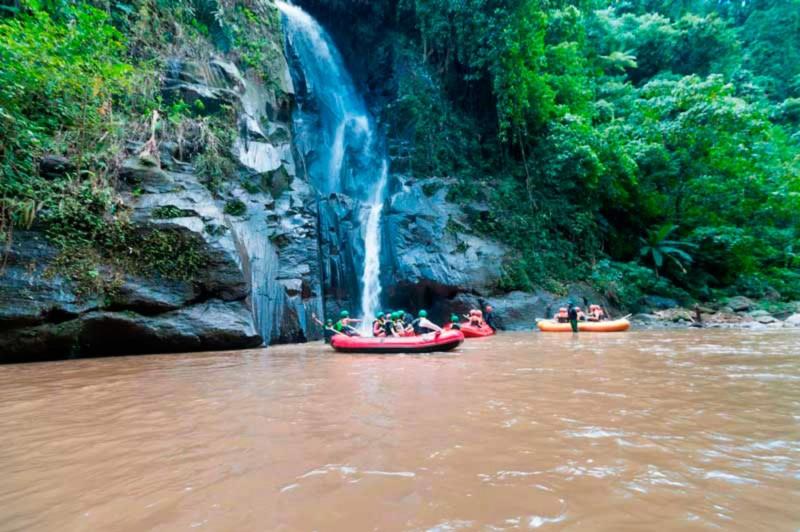 Air Terjun di Sungai Ayung Bali