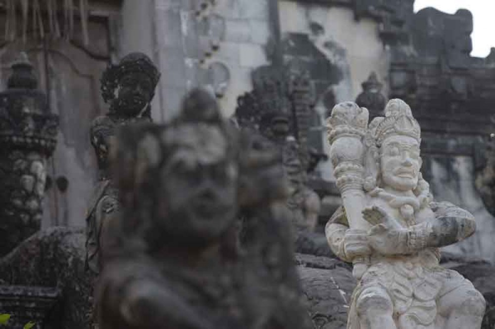 Statues at Lempuyang Temple