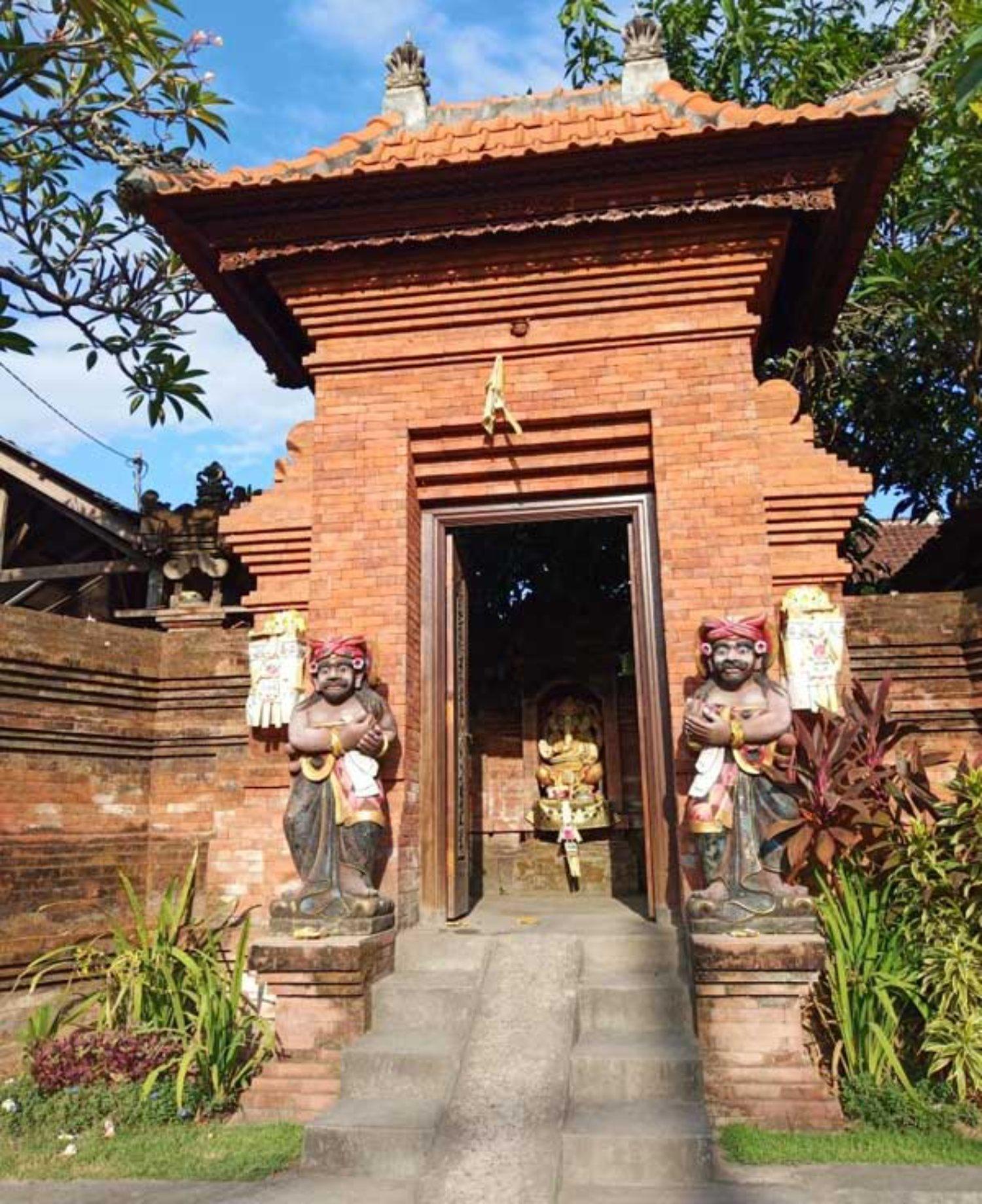 3 Ornamen Penting Dalam Dekorasi Angkul Angkul Batu Bata Bali