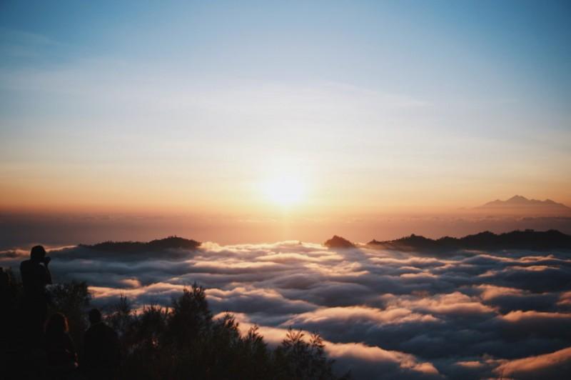 Fenomena Lautan Awan di Puncak Gunung Batur