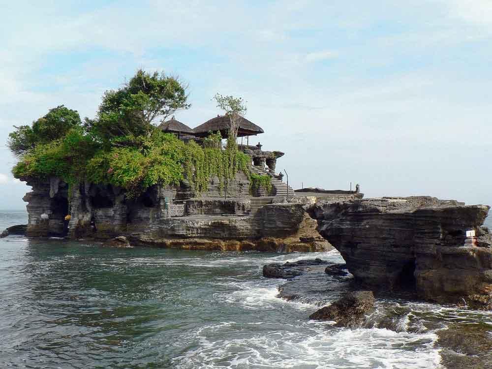 3 Interesting Things in Bali Tanah Lot Sea Temple