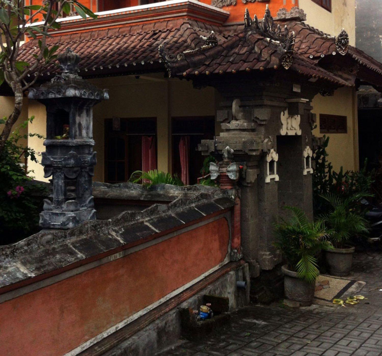 Pagar Rumah Dari Batu Bata Bali