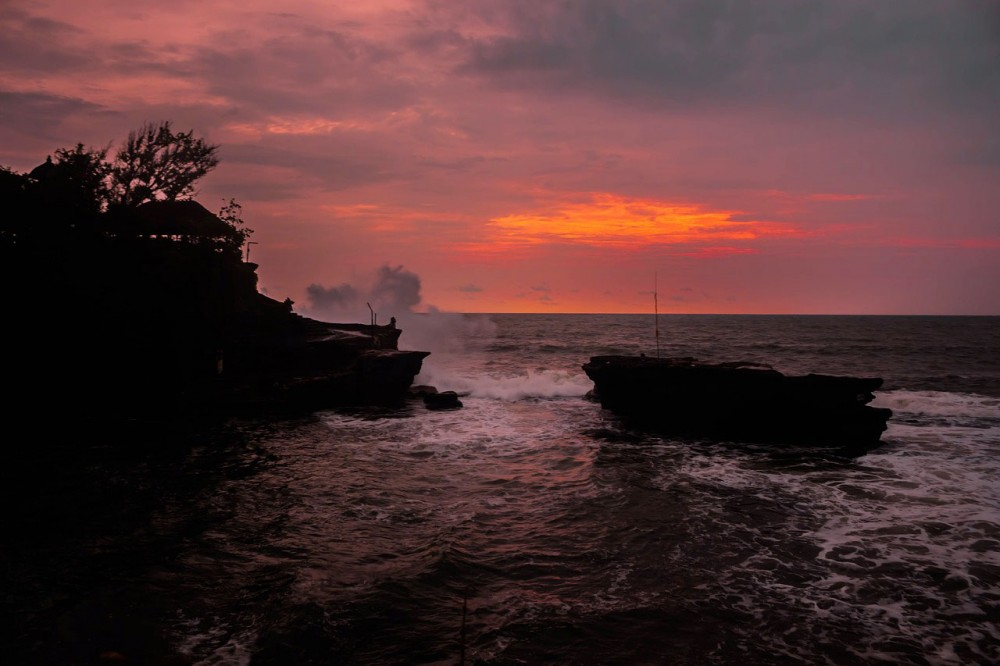 Tanah Lot Sunset vs Uluwatu Sunset, Which One is The Best?