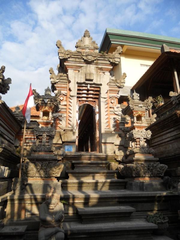 Angkul Angkul Batu Alam Stil Bali