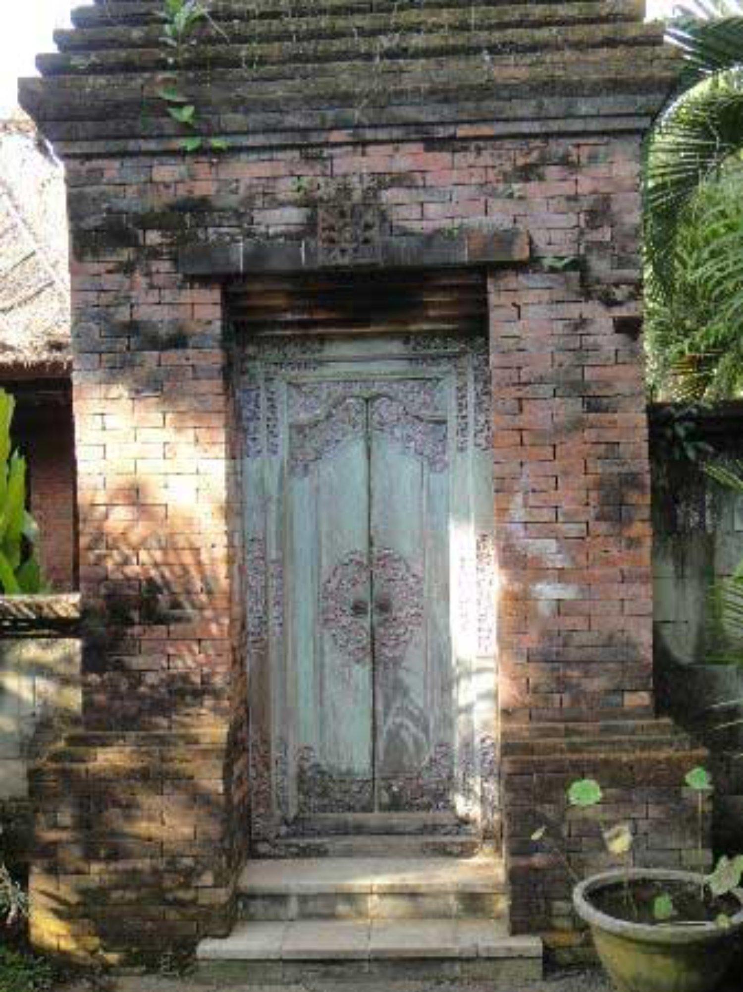 Angkul Angkul Rumah Bali