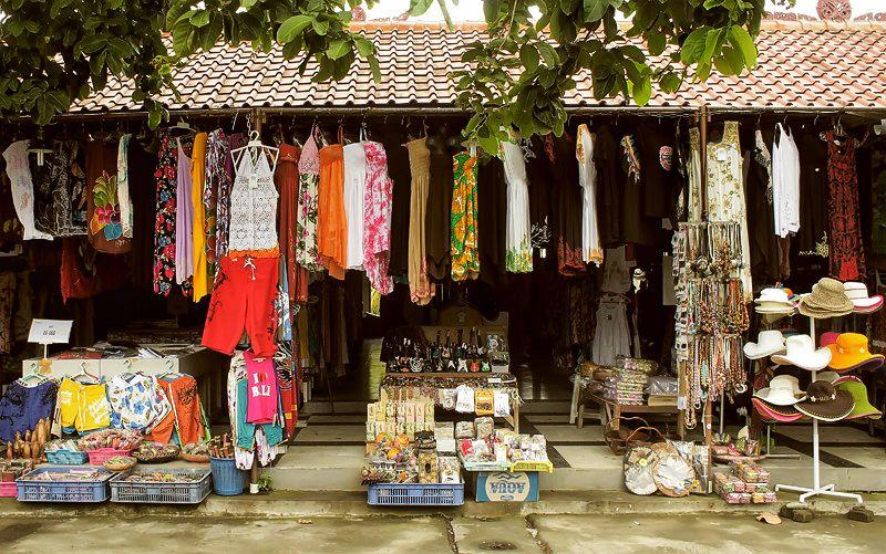 Souvenir Shops around Tanah Lot