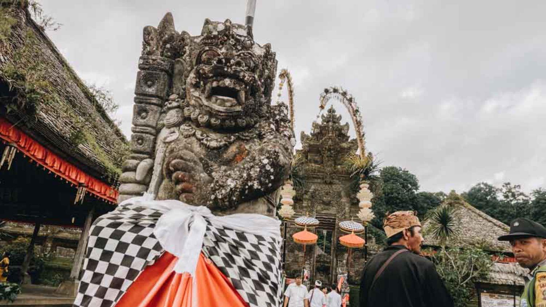 4 Fakta Yang Jarang Diketahui Tentang Kain Hitam Putih Bali