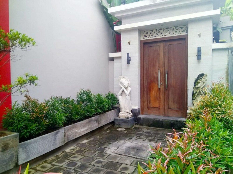 Angkul Angkul Bali Minimalis Dari Bahan Batu Alam