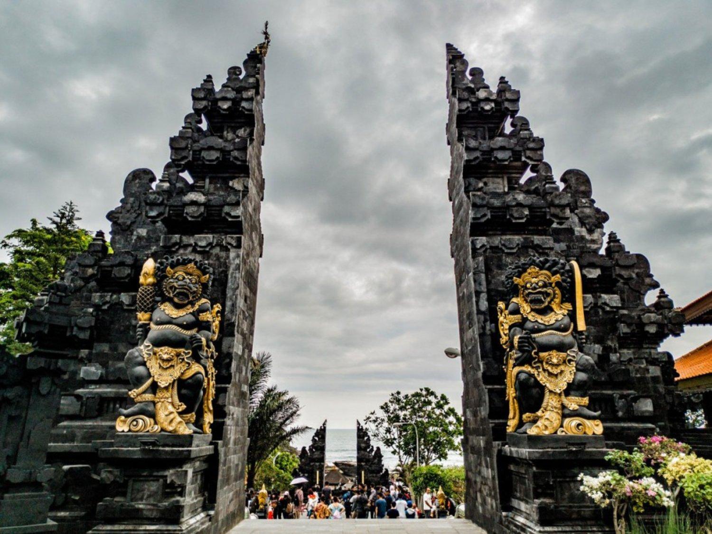 Aturan Pakaian Adat Ke Pura, Wajib Diketahui Saat Berlibur Ke Bali