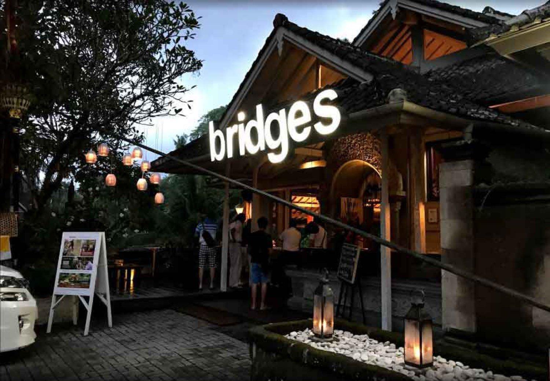Bridges Bali, Restoran Romantis Dengan Pemandangan Sungai Di Ubud