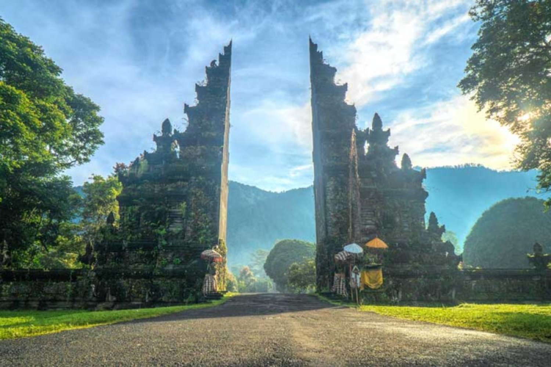 Handara Gate, Spot Wisata Yang Instagramable di Bali Utara