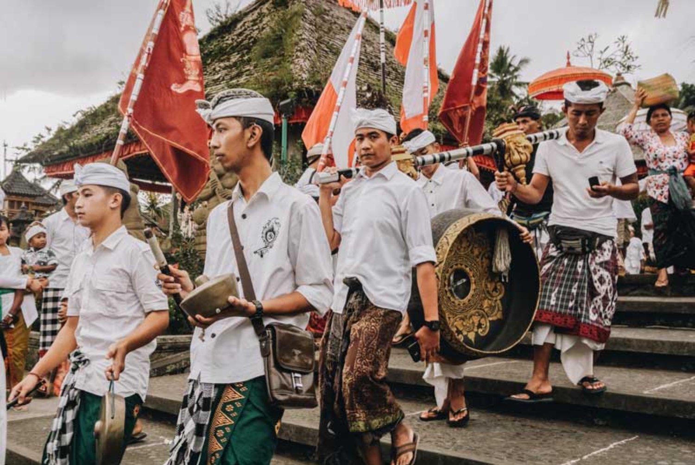 5 Fakta Menarik Tentang Udeng (Nama Ikat Kepala Khas Bali)