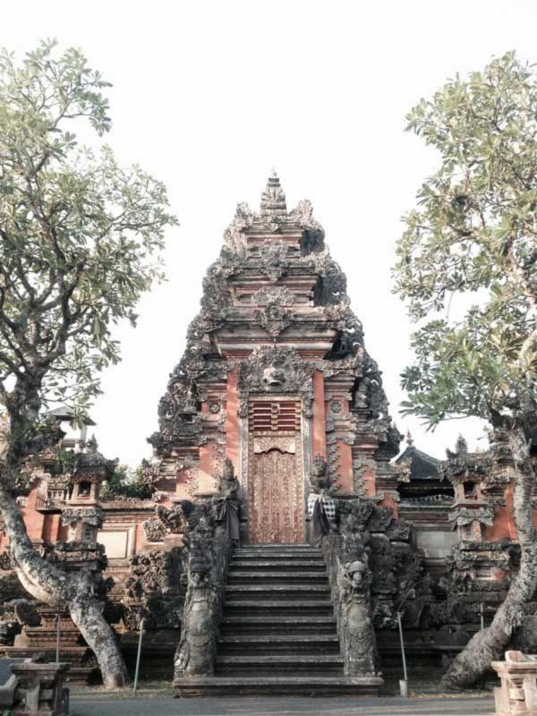 Bangunan Angkul Angkul Bali