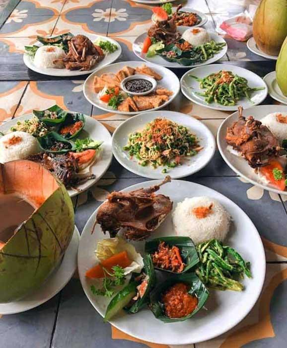 Berbagai Varian Menu di Restoran Bebek Tepi Sawah