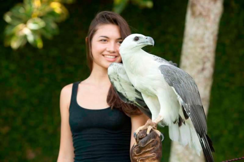 Berfoto Dengan Burung di Bali Bird Park