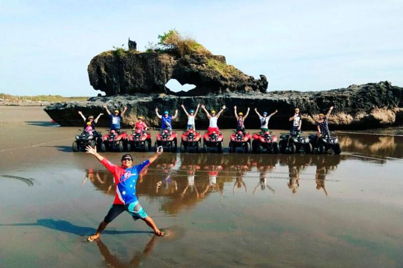 Formasi Batuan Di Petualangan ATV Pantai Bali