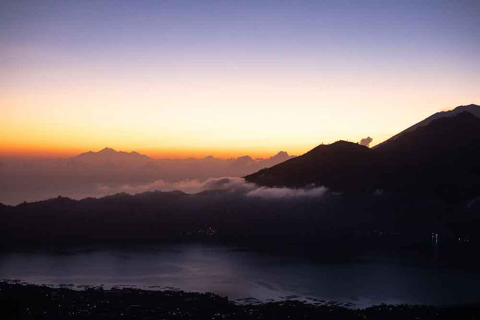 Gunung Batur Dan Pemandangan Matahari Terbit