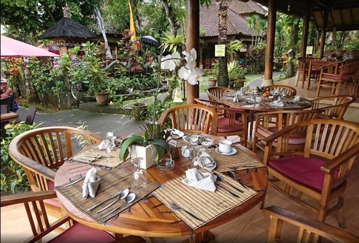 Interior Di Mahagiri Panoramic Restaurant