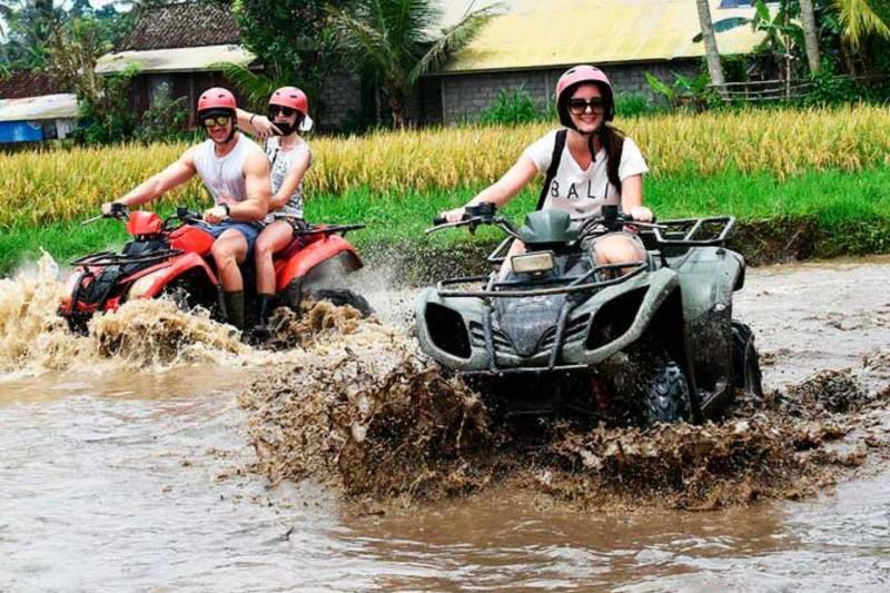 Kubangan Air Yang Berlumpur Di Kuber Ubud