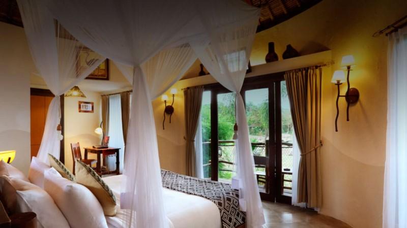 Menginap di Mara River Safari Lodge