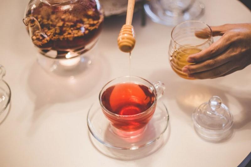 Minum Madu Saat Perut Dalam Keadaan Kosong