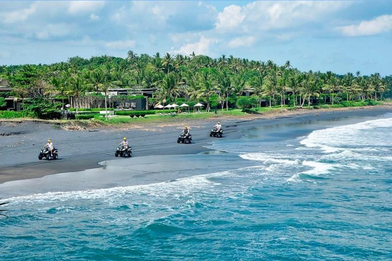 Naik ATV Di Pesisir Pantai Bali