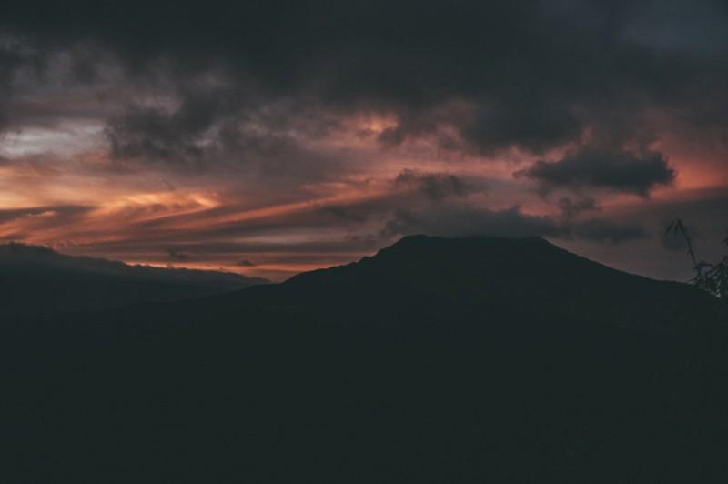 Pemandangan Langit Gunung Batur Di Pagi Hari