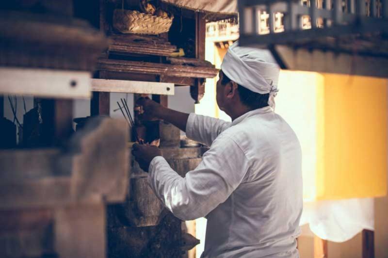 Pemangku Hindu Bali
