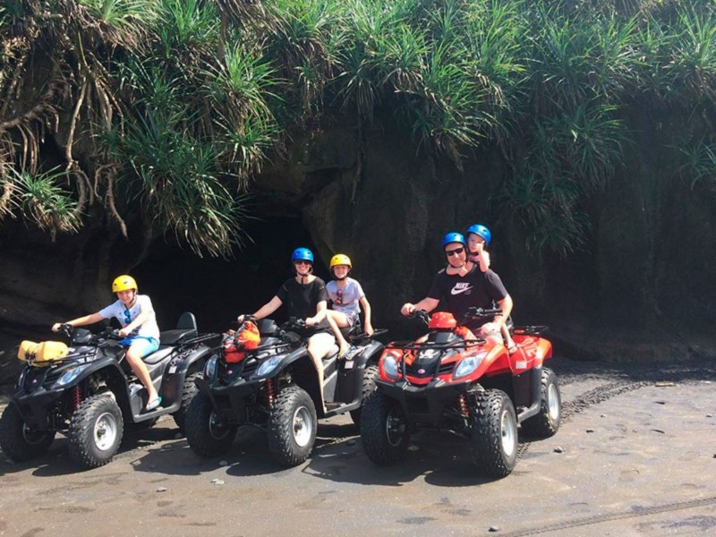 Permainan ATV Di Pantai Bali