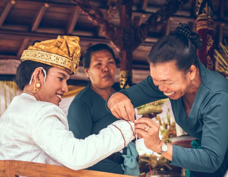 Prosesi Otonan Bali
