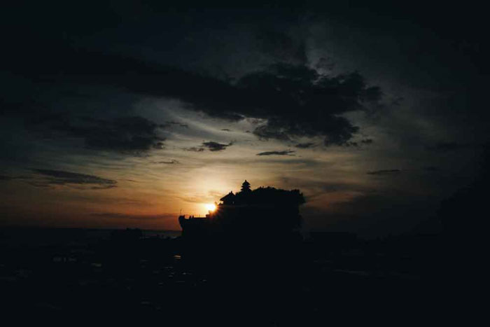 Pura Di Tengah Laut Bali
