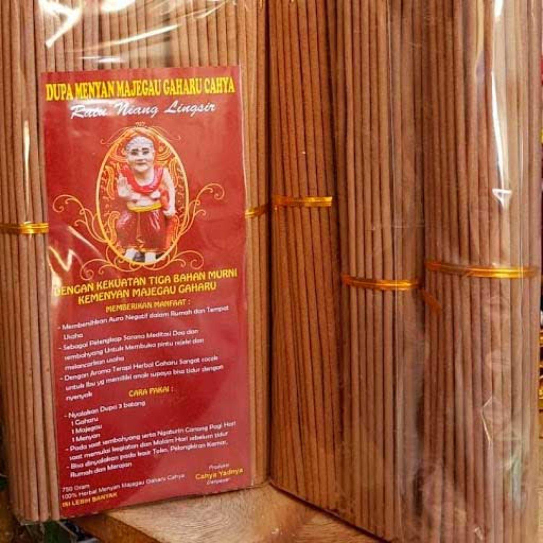 Dupa Ratu Niang Lingsir Dengan 3 Ikat Warna