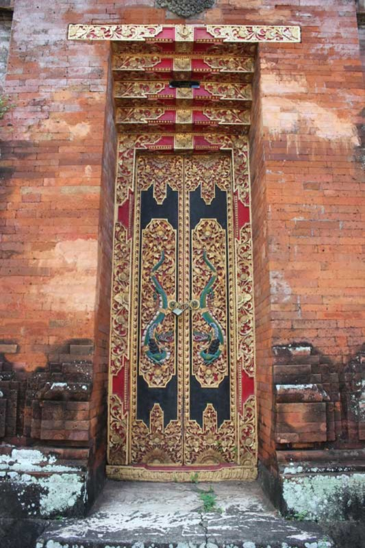 Angkul Angkul Bahan Batu Bata Bali