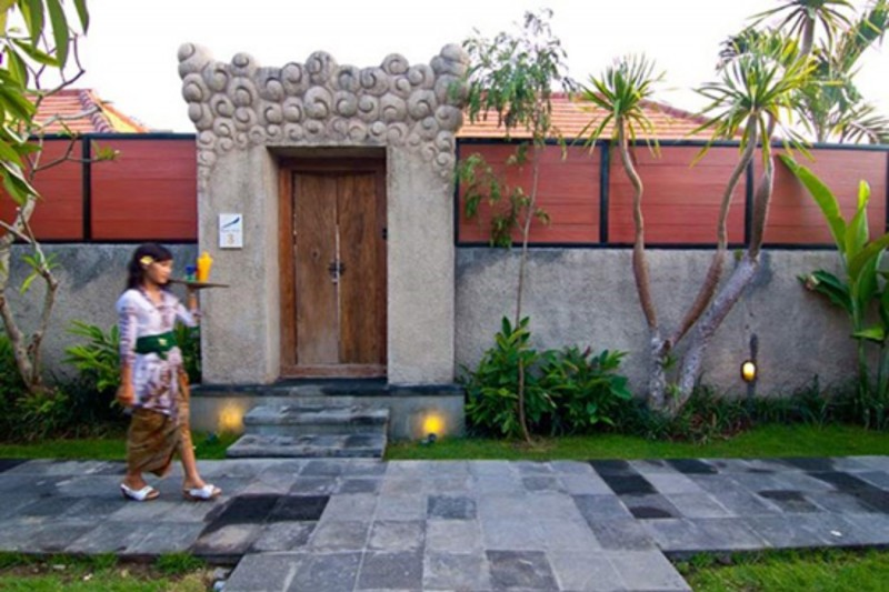 Angkul Angkul Minimalis Bali